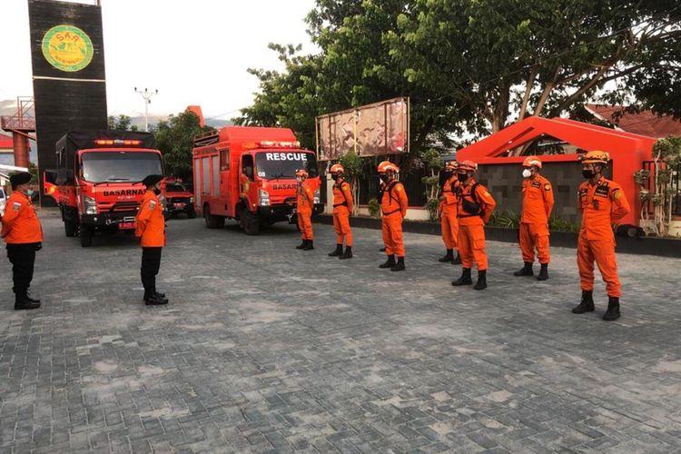 Sebanyak 12 personil SAR Palu diberangkatkan ke Sulbar, Jumat (15/1/2021).