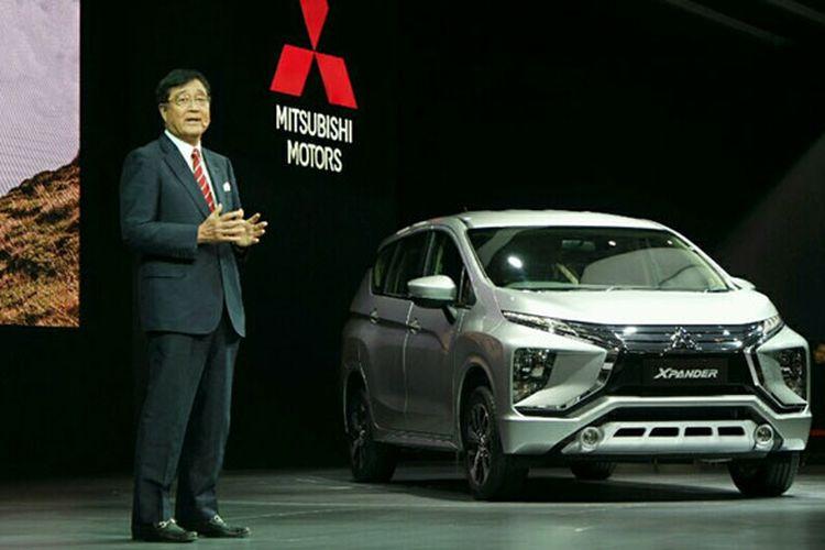 Chief Excecutive Office Mitsubishi Motors Corporation (MMC) Osamu Masuko memperkenalkan Mitsubishi Xpander di ajang GIIAS, Kamis (10/9/2017).