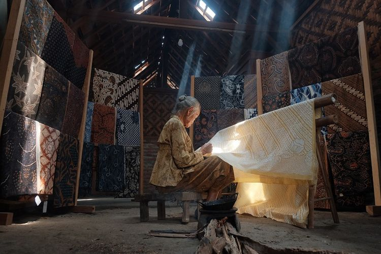 Ilustrasi pembuatan batik Yogyakarta.