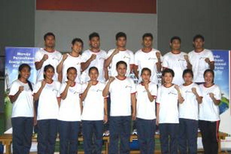 Pebulu tangkis Indonesia yang akan berangkat ke SEA Games Myanmar 2013, berpose di Pelatnas Cipayung, Kamis (5/12/2013).