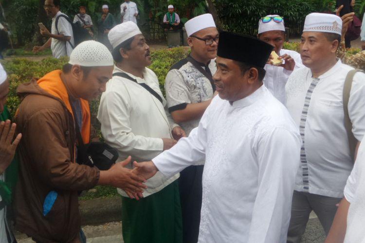 Plt Gubernur DKI Jakarta Sumarsono menemui sejumlah peserta aksi 313 di Jalan Medan Merdeka Selatan, Jumat (31/3/2017)