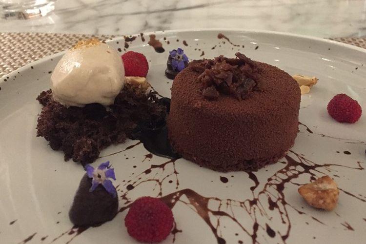Chocolate Marquise Adalah hidangan penutup karya Chef Ketut Gunatika dari Kayuputi Restaurant, St. Regis Bali Resort, sebagai chef tamu acara Wine Dinner, dari The Hermitage Jakarta, pada 12 hingga 13 September 2019.
