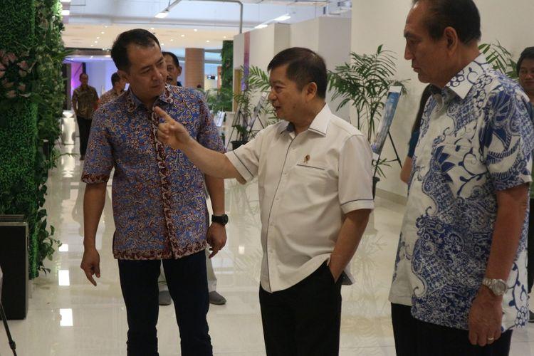 Anggota Watimpres Suharso Monoarfa meminta Pemerintah Jawa Barat untuk memangkas proses perijinan terkait proyek pembangunan hunian dan bisnis. Pernyataan itu disampaikan Suharso di Maxboxx Caffee, Cikarang, Kamis (12/10/2017)