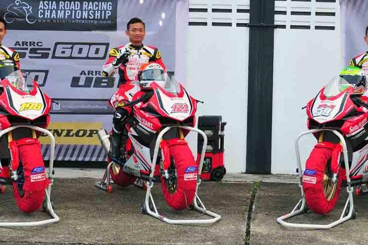 Para pebalap Astra Honda Motor (AHM) Awhin Sanjaya, Reza Danica Ahrenm, dan Gerry Salim, siap beraksi di ajang balapan tingkat nasional Indospeed Racing Series (IRS) 2017.