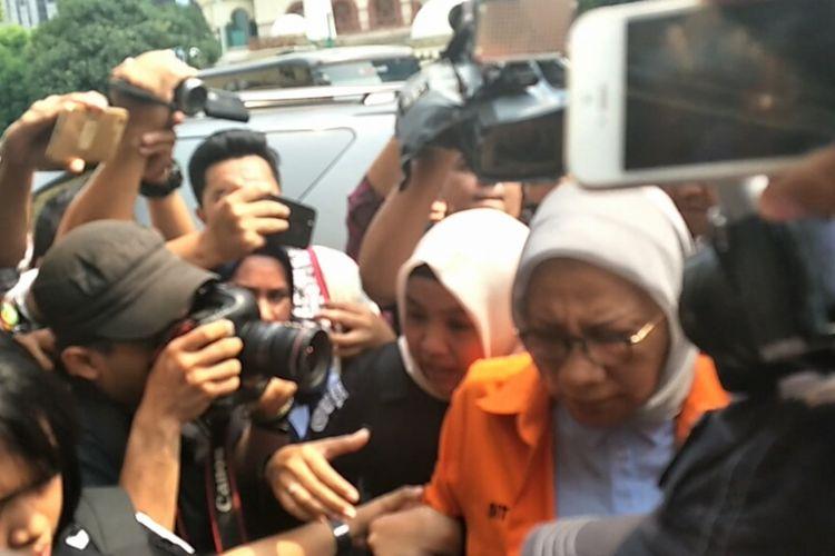 Tersangka kasus penyebaran berita bohong atau hoaks Ratna Sarumpaet menjalani pemeriksaan di Bidang Kedokteran dan Kesehatan (Biddokkes) Polda Metro  Jaya siang ini, Rabu (10/10/2018).