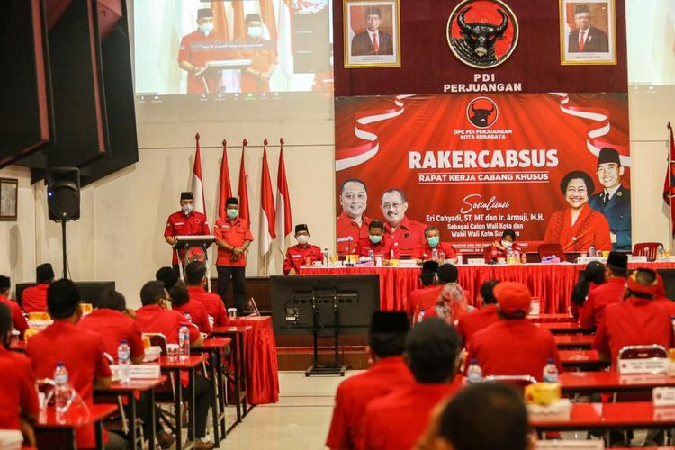Pasangan Eri Cayhadi-Armuji di acara Rakercabsus PDI-P Surabaya di kantor PDI-P Jatim, Minggu (20/9/2020).