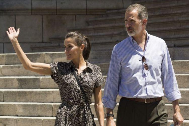 Ratu Letizia dari Spanyol tampil cantik berbalut jumpsuit dari Mango.