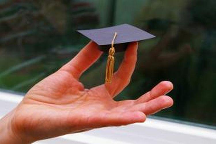 Peserta yang lulus seleksi akan diberi kesempatan untuk mengikuti pelatihan bahasa Inggris selama 3 sampai 6 bulan di perguruan tinggi atau institusi yang ditunjuk oleh Ditjen Dikti.