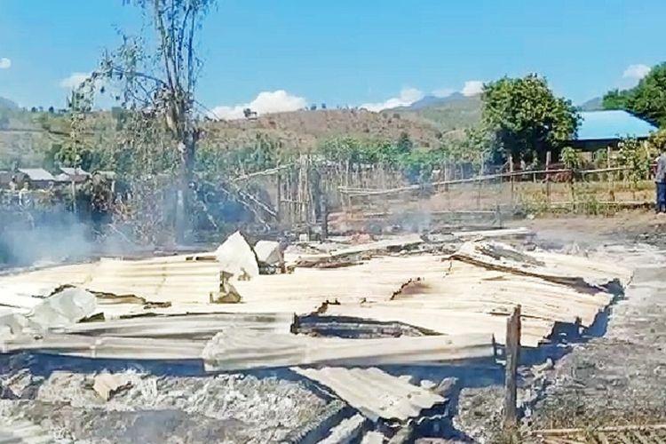 Suasana rumah korban yang diduga dukun santet AJ (67) di Kecamatan Dirikan, Kabupaten Bima