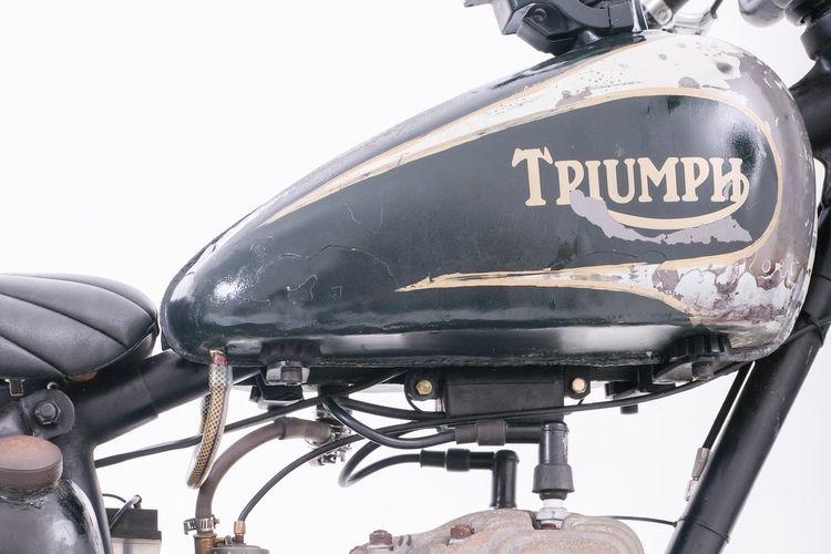 Triumph TRW 500 bergaya sand racer garapan Pitstop Motor Werk dan Danny Hacka