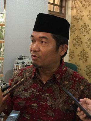 Direktur Lingkar Madani Indonesia Ray Rangkuti dalam diskusi bertajuk Wajah Baru DPR: Antara Perppu dan Amendemen di kantor Formappi, Jakarta Timur, Senin (14/10/2019).