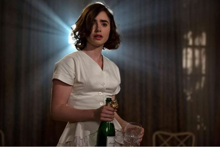 Lily Collins dalam film drama romantis Rules Dont Apply (2016).