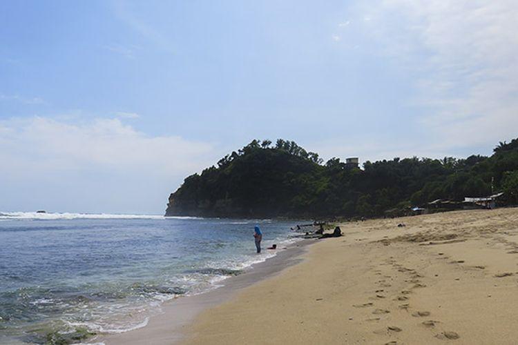 Pantai Nampu dengan pasir putihnya yang eksotis.