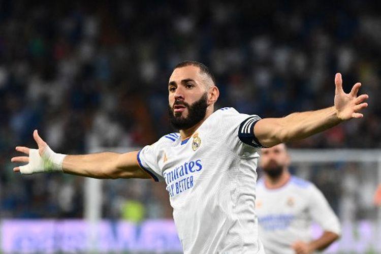 Karim Benzema ketika merayakan golnya pada laga pekan keempat Liga Spanyol yang mempertemukan Real Madrid vs Celta Vigo di Stadion Santiago Bernabeu, Senin (13/9/2021) dini hari WIB.