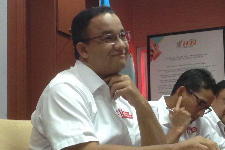 Calon gubernur dan wakil gubernur DKI Jakarta Anies Baswedan-Sandiaga Uno usai menghadiri pertemuan dengan Persatuan Wartawan Indonesia (PWI) di Gedung Dewan Pers, Jakarta Pusat, Jumat (23/3/17).