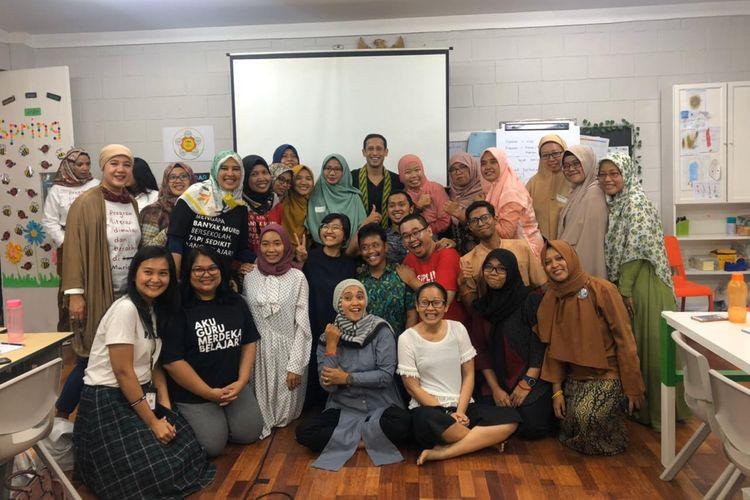 Mendikbud Nadiem Makarim saat berfoto bersama peserta  acara Temu Pendidik Nusantara, Sabtu (26/10/2019) di Sekolah Cikal, Cilandak, Jakarta.