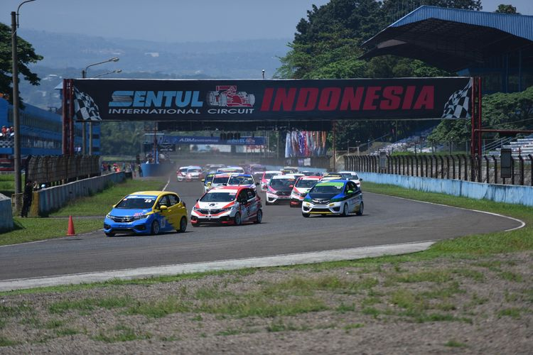Ilustrasi One Make Race Honda Jazz di Sirkuit Sentul