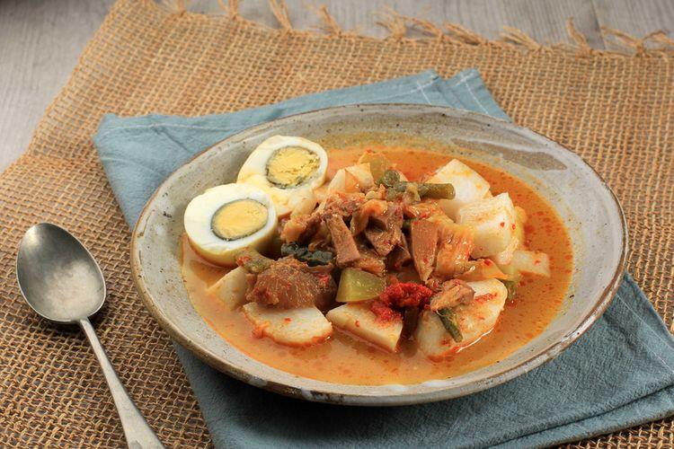 Ilustrasi ketupat sayur padang gulai nangka.