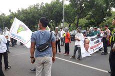 Massa yang Tolak DWP di Depan Balai Kota Tutupi Jalan