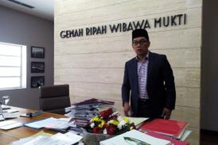 Wali Kota Bandung Ridwan Kamil usai berbincang dengan awak media di ruang kerjanya di Balai Kota Bandung, Selasa (25/8/2015).