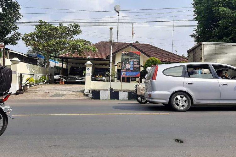 Polsek Cilongok, Kabupaten Banyumaa, Jawa Tengah, ditutup sementara waktu karena 21 personel terpapar Covid-19, Kamis(3/6/2021).