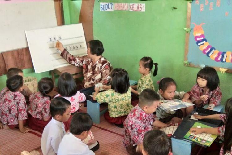 Kabupaten Bulungan meluncurkan Program Kelompok Kerja Guru (KKG) mandiri untuk meningkatkan keterampilan literasi siswa kelas awal pada Oktober lalu.