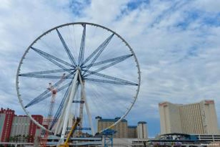 Pengerjaan bianglala yang disebut dengan nama High Roller di Las Vegas tersebut minggu ini mencapai salah satu tahapan pentingnya. Ring terluar dari permainan tersebut telah rampung dipasang. Dengan kata lain, proyek pembangunan The High Roller sudah hampir rampung.