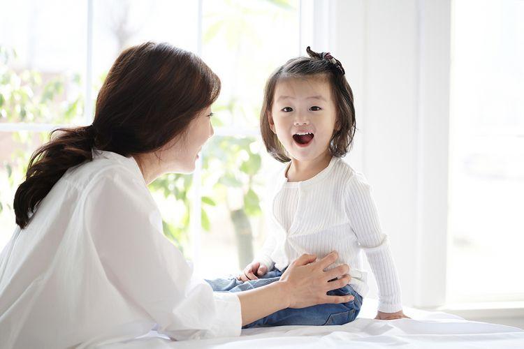 Foto ilustrasi anak kecil dan ibunya