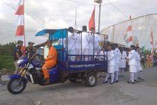 Cerita Paskibra di Asmat Diantar dengan Kendaraan Roda Tiga Pengangkut Sampah
