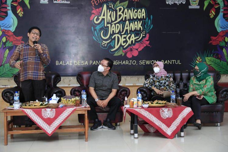 Mendes PDTT Abdul Halim Iskandar dalam acara studi banding antardesa yang diikuti sembilan kepala desa dari Jombang di Balai Desa Panggungharjo, pada Rabu (28/10/2020).