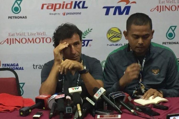 Pelatih Luis Milla menjawab pertanyaan para wartawan usai laga Vietnam vs Indonesia 0-0 di Stadion Selayang, Selangor, pada Selasa (22/8/2017).