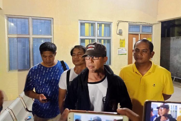 Direktur Ditkrimum Polda Lampung, Kombes M Barly Ramadhani di RS Bhanyangkara Polda Lampung, Sabtu (7/3/2020) malam. Satu orang begal sepeda motor tewas dengan dua luka tembak di dada setelah baku tembak dengan aparat kepolisian.