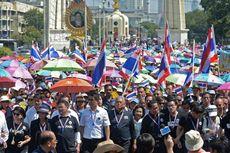 Di Depan Kantor Kementerian Pertahanan Thailand, Demonstran Berhadapan dengan Tentara