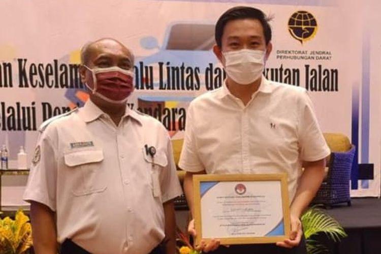 Karoseri Laksana Mendapatkan Penghargaan dari KNKT