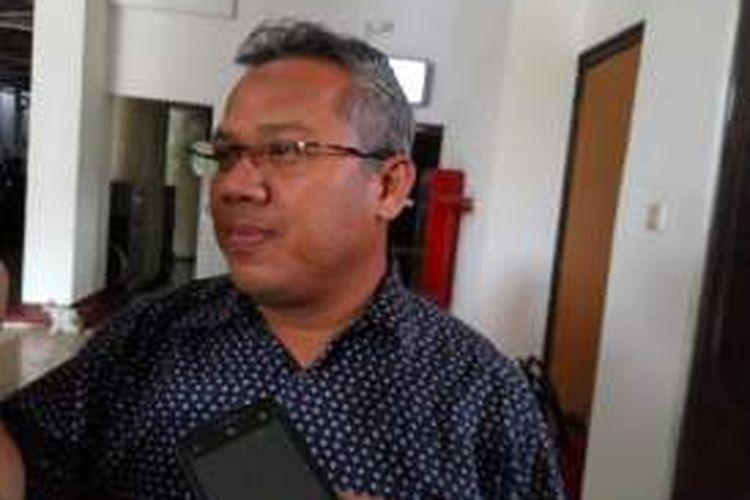 Komisioner Komisi Pemilihan Umum (KPU), Arief Budiman, menanggapi pertanyaan awak media di KPU, Jakarta Pusat, Rabu (13/9/2016).