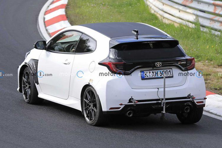 Toyota GR Yaris versi pengembangan tengah diuji coba di sirkuit Nurburgring