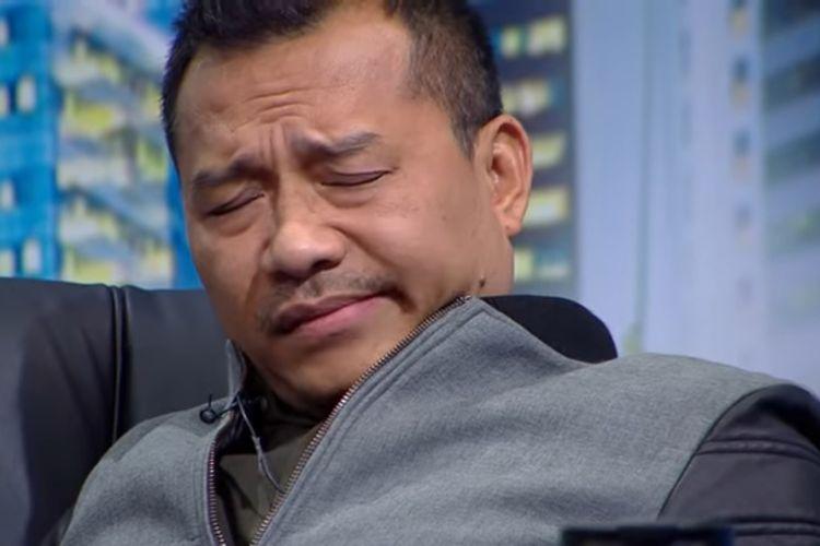 Wajah mengkerut Anang Hermansyah mendengar seorang kontestan Indonesian Idol X bernyanyi.