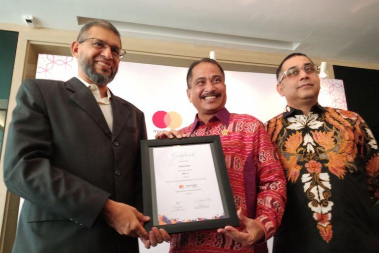 Menteri Arief Yahya mewakili Indonesia dalam penerimaan sertifikat peringkat industri wisata muslim dunia dari Mastercard-CrescentRating dalam Global Muslim Travel Index (GMTI) 2018, di Jakarta, Rabu (11/4/2018).