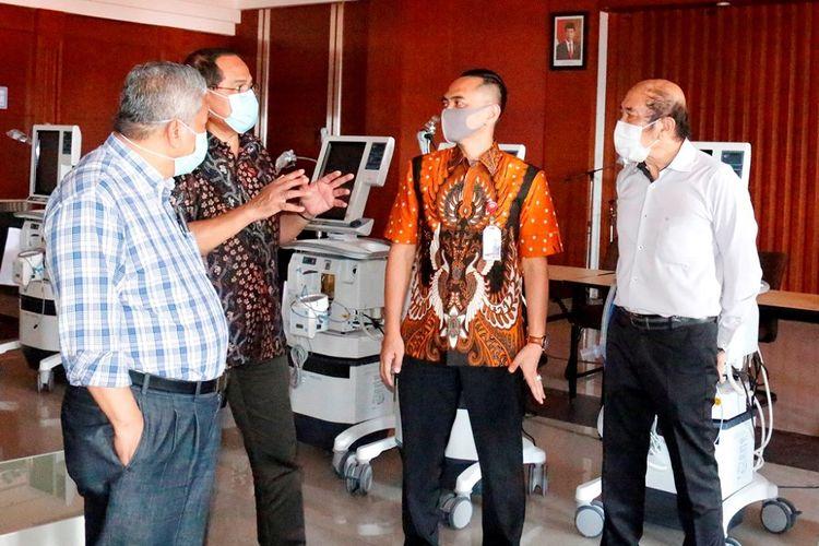 Penyerahan donasi Astra tahap kedua senilai Rp 30 miliar di Surabaya, Selasa (7/4/2020)