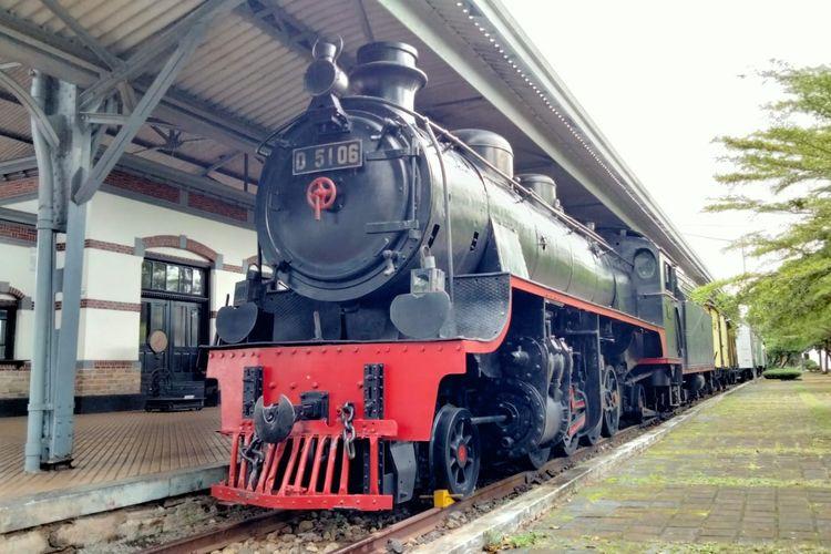 Kereta lokomotif yang masih bisa ditumpangi di Museum Kereta Api Ambarawa atau Museum KA Ambarawa, Kabupaten Semarang, Jawa Tengah.