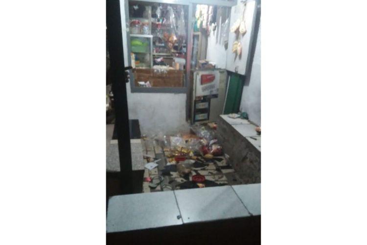 Barang di warung milik Junaedi, Jalan Usaha, Kelurahan Cawang, Kecamatam Kramat Jati, Jakarta Timur, yang dirusak putra Elvy Sukaesih berinisial HR pada Kamis (12/9/2019)