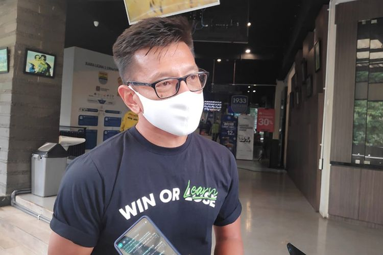 Direktur PT PBB, Teddy Tjahyono, saat diwawancarai wartawan di Graha Persib, Kota Bandung, Rabu (31/03/2021).