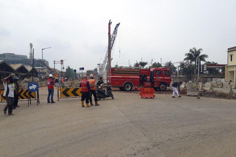 Jalan Raya Bekasi, Cakung, Jakarta Timur, ditutup sementara karena ada gas bocor, Kamis (12/3/2020).