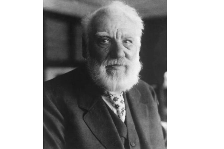Alexander Graham Bell penemu telepon