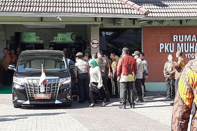 Wakil Presiden Maruf Amin saat akan meninggalkan RS PKU Muhammadiyah Yogyakarta, Rabu (7/11/2019). Wapres Maruf Amin berkunjung ke RS PKU Muhammadiyah untuk menjenguk Wakil Ketua Umum MUI Pusat, Prof Yunahar Ilyas.