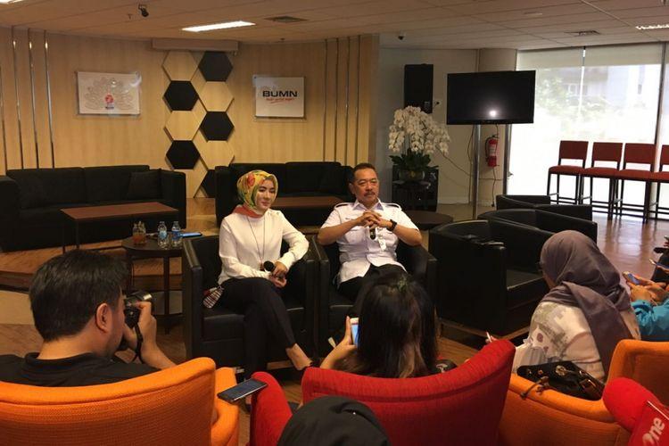 Direktur SDM Pertamina Nike Widyawati dan Deputi Bidang Usaha Pertambangan, Industri Strategis, dan Media, Kementerian BUMN Fajar Harry Sampurno