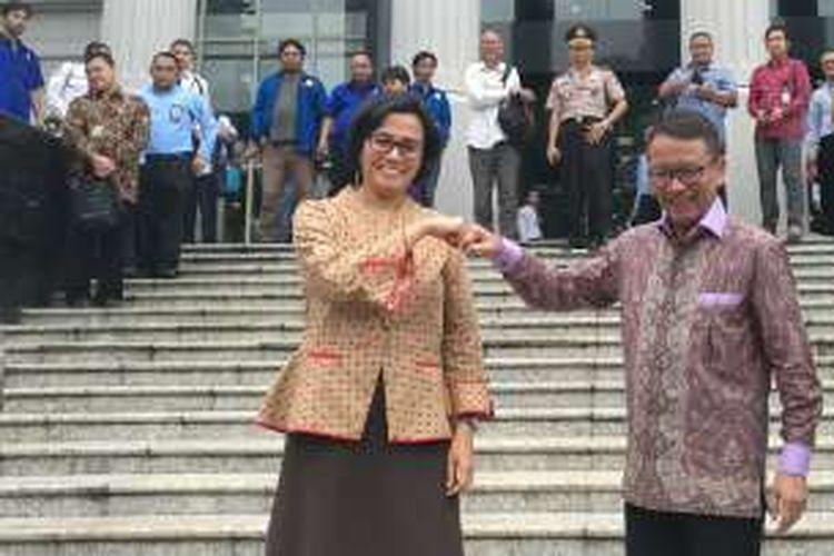 Menteri Keuangan Sri Mulyani dan Dirjen Pajak Ken Dwijugiasteadi di Gedung MK, Jakarta, Rabu (14/12/2016)