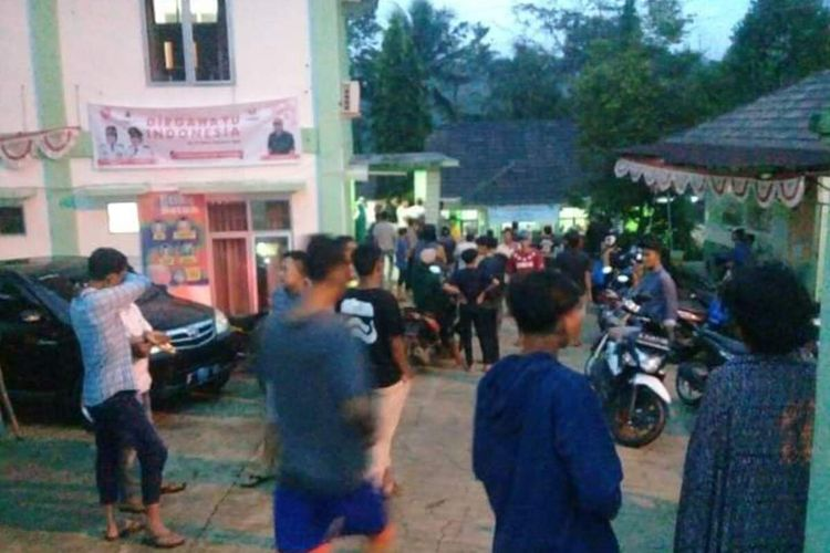 23 Warga Kecamatan Cilograng, Kabupaten Lebak, Banten tersambar petir usai bermain sepak bola, Senin (17/8/2020). Tiga orang di antaranya dilaporkan tewas.