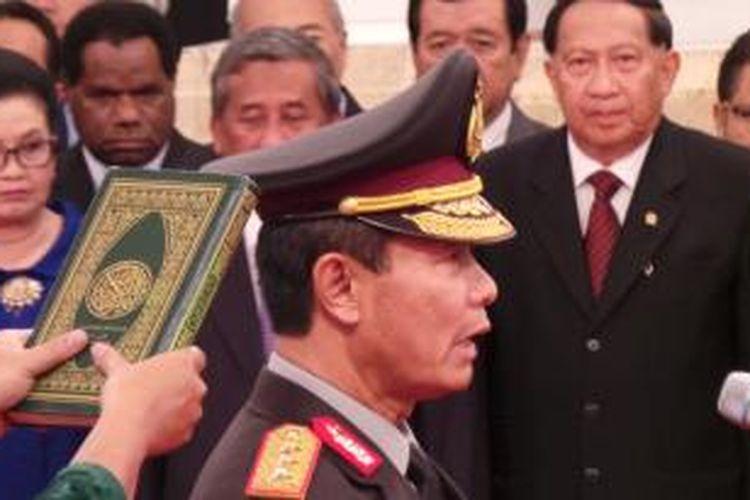 Komisaris Jenderal Sutarman resmi menjabat Kepala Polri menggantikan Jenderal (Pol) Timur Pradopo setelah dilantik oleh Presiden Susilo Bambang Yudhoyono di Istana Negara, Jakarta, Jumat ( 25/10/2013 ) sore.