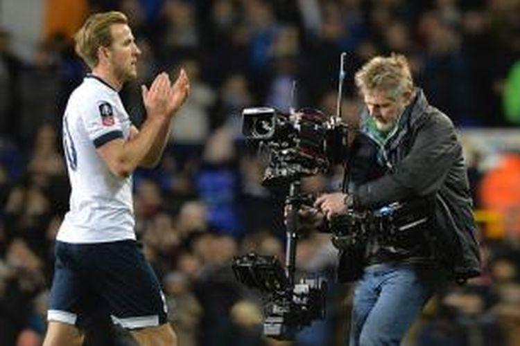 Gol Harry Kane jaga kans Tottenham di Piala FA setelah memaksa hasil imbang 2-2 melawan Leicester, Minggu (10/1/2016).